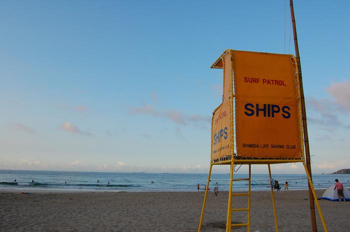 こちらは比較的静かな海岸の多々戸浜。多々戸浜はサーファーに人気の海岸で、こちらもとっても綺麗な海岸です。すぐ目の前にある下田大和館の立ち寄り湯に入りながら見る夕日は圧巻ですよ。