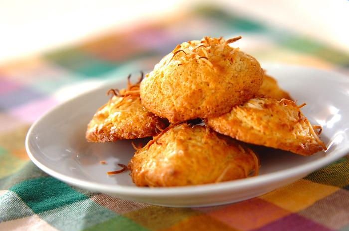ホットケーキを使って作る、ただ混ぜて焼くだけの簡単レシピ。こちらのレシピではマンゴージャムを使っていますが、お好きなジャムを使って作ってみてください♪