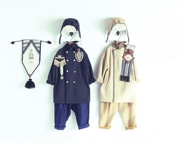 """2015年にキッズブランド「cokitica(コキチカ)」とatsumiさんがコラボレーション。""""冒険ものがたり""""というコンセプトのもと、見ているだけでワクワクするようなエンブレムやバッグ、タペストリーなどを製作しました。"""