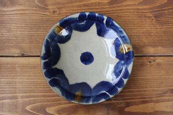 日本だけでなく世界各国で個展を開催し、数々の受賞歴を持つ山田真萬(やまだしんまん)さん。沖縄を代表する陶芸家と言える彼の登り窯もやちむんの里にあります。