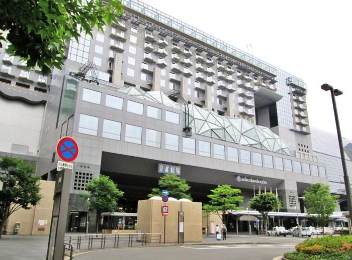 駅ビル内の宿泊施設「ホテルグランビア京都」。 飲食店・客室他に、宴会場や結婚式場、プールやフィットネス、ベーカリーや土産物店、美容室等の施設もあり、充実したホテルです。