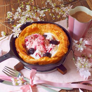 色合いも春らしい桜のダッチベイビー。朝ごはんに季節感を出すのってオシャレですよね。ふわふわ感が見ているだけで伝わってきます。