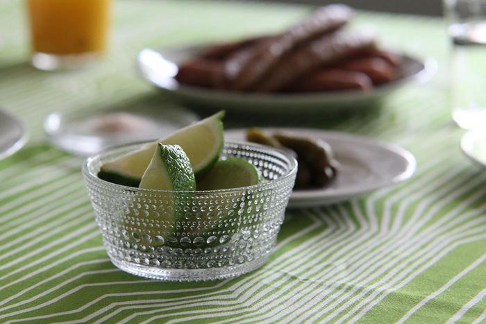 人気のカステヘルミのボウル。  カステヘルミとは、フィンランド語で、朝露の雫のことです。  少しフルーツを添えるだけで、 爽やかで気持ちのいい雰囲気を醸し出してくれますよね。