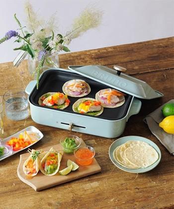 セレクトショップ「IDEA SEVENTH SENSE(イデア・セブンスセンス)」のオリジナルブランド「BRUNO(ブルーノ)」。オシャレでコンパクトなホットプレートなら、毎日のお料理がもっと手軽に!食卓を囲んで調理しながら、家族で母の日パーティーをするのも楽しそう♪