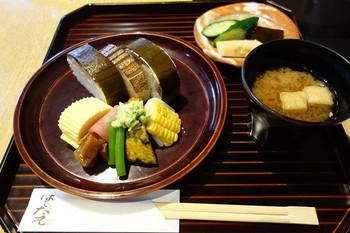 盛り付けも麗しく、京都らしい食事を頂けます。【画像は「鯖寿司」のランチ】