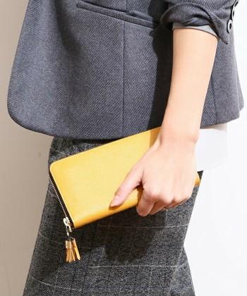 ジャパンメイドにこだわるレザーブランド「epoi(エポイ)」。上質なレザーで作られた長財布は、機能性も抜群!13色の豊富なカラーバリエーションなので、お母さんのイメージに合わせて選んでみては?