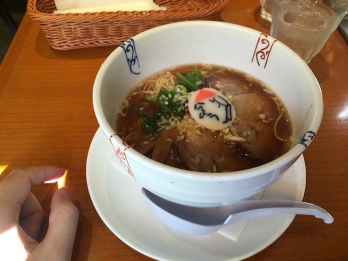 ◆中華料理 ハマムラ 近鉄名店街みやこみち店  「ハマムラ」は、創業80年の京風中華の老舗店。地元の人々に愛されるお店です。サクッと美味しく食事するのに便利。醤油味のスープはコクがあり深い味わい。ストレートの細麺も心地良く、スープによく絡んで美味しいと評判です。