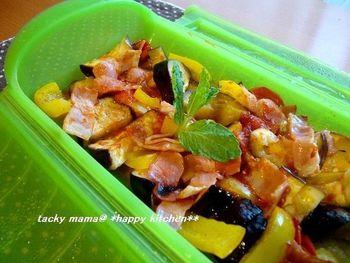 シリコンスチーマーがあれば、電子レンジでチンするだけで栄養たっぷりの蒸し温野菜が手軽に作れて時短になりますよ。