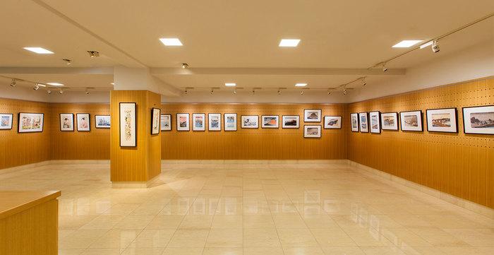 アダチ版画研究所の工房に併設されたショールームでは復刻された浮世絵約1,200点を見ることができます。気に入ったら購入も可能ですよ。
