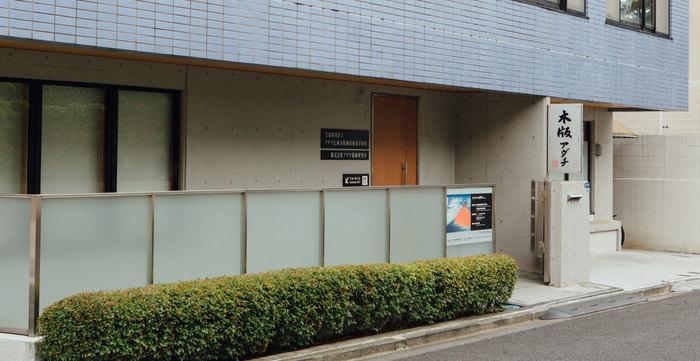 この浮世絵の復刻に取り組んでいるのが「アダチ版画研究所」。昭和初期創業の浮世絵制作の技術を継承する職人を抱える工房兼版元です。