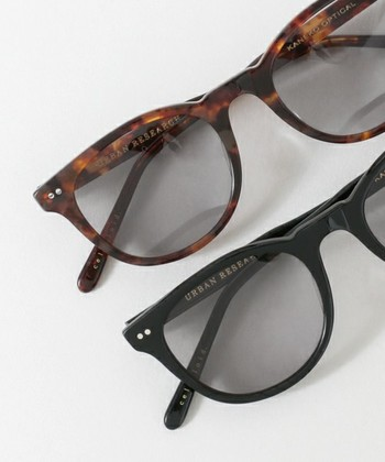 眼鏡の品質の高さは、世界でも有名な福井県鯖江。熟練した職人が手がける金子眼鏡のアイテムは「URBAN RESEARCH(アーバンリサーチ)」「JOURNAL STANDARD(ジャーナルスタンダード)」「 BEAUTY&YOUTH(ビューティ&ユース)」などとのコラボ商品も充実しています。