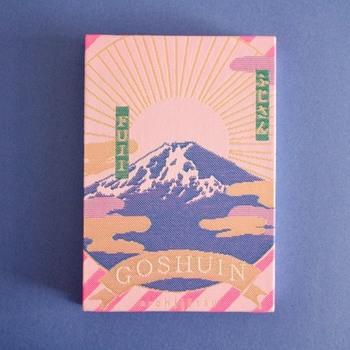 山梨県富士吉田市松山の「光織物」とデザイナーの井上綾さんによるブランド〈kichijitsu(キチジツ)〉 ブランドが掲げるテーマは「毎日が吉日」。デザインのモチーフも縁起のよさそうなものばかり。 POPな見た目が目を引く御朱印帳はどれもほんとうにかわいいです!!