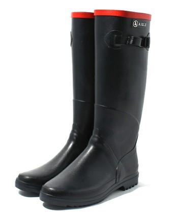 エーグルの始まりでもある代表的なアイテムがこちらのブーツ。防水性・耐久性に優れた天然ゴムを使用しているのでやわらかくて履き心地がよく、長時間履き続けても疲れません。