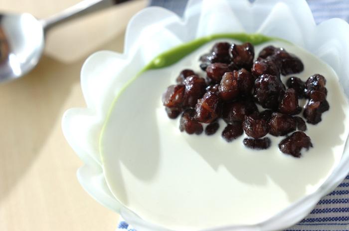抹茶がダマにならないよう熱湯で溶くのがポイント。豆乳と小豆のほっこりとした甘味を、つるんとしたのどごしで楽しめます。