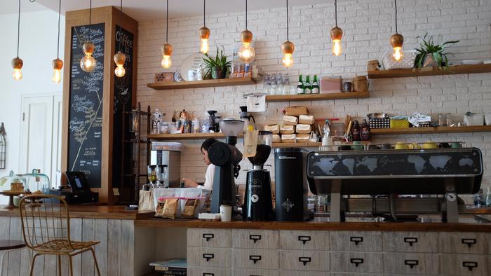 豆やマシンにこだわったコーヒーショップ!コーヒーの香りってアロマ効果があって、本当に癒されますよね。