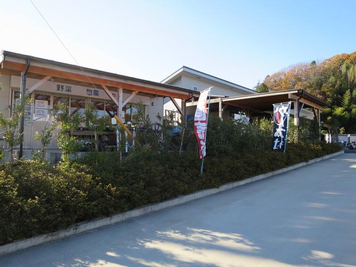 鎌倉の関谷にある鎌倉野菜市場の「かん太村」は、株式会社鎌倉リーフの直売所。駐車場がしっかり完備されていているので、ドライブがてら立ち寄ることができます。