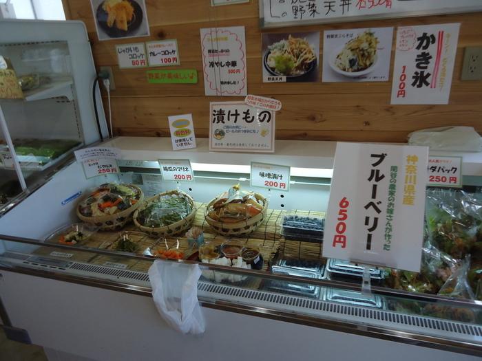 鎌倉野菜を使った漬けものやピクルスなども販売。売れ残った野菜、規格外となった野菜を無駄にせず提供しています。