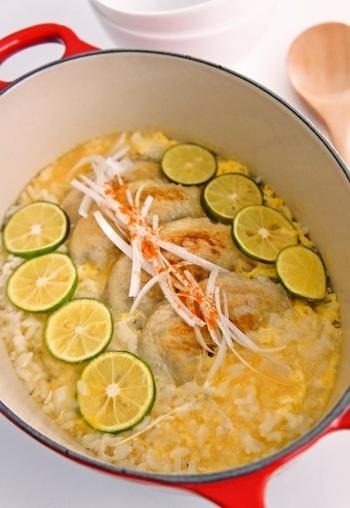 手羽先に焼き色をつけてからご飯と煮こみ、最後にすだちを加えて蓋をして…。鶏のだしとすだちの爽やかな香りのコンビネーションがたまりません。