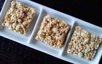 こちらのおこしは、大豆とゴマ入りでより栄養価アップ。生姜の風味も効いています。