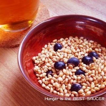 玄米だけじゃ物足りない方は、女性にうれしい「黒豆」も入れて食べごたえアップ。食べる手が止まりませんよ。