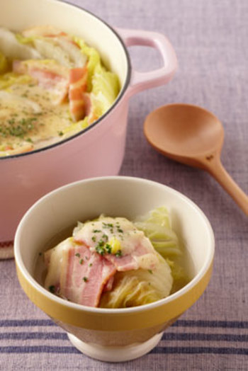 ご飯ものからメインのおかず、副菜や鍋類、ジュースまでいろんな料理に使える白菜。体に優しく使い勝手の良い白菜は、毎日の食事に取り入れたいですね。寒い季節が旬の白菜、葉がしまってずっしりと重たいものを選んで丸ごと楽しみましょう。