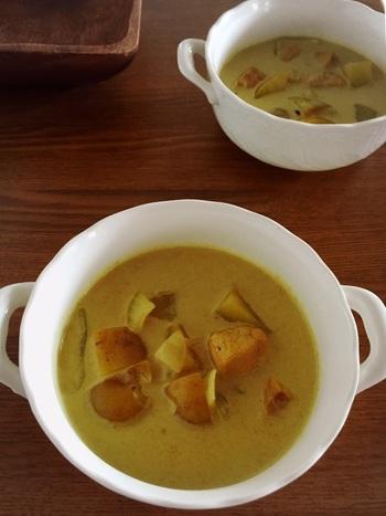 夏に食べたくなるスパイシーなココナッツカレーをスープに。 ピリ辛でとってもおいしい!ごはんがすすみます♪