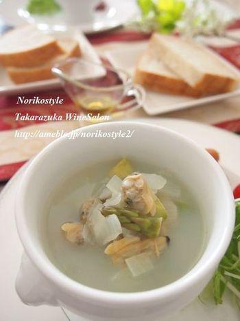 アスパラガスを魚介の旨味でより引き立たせて。体に優しいスープです。