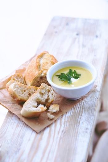 一つのスープでこんなにも手軽に沢山の栄養がとれてしまうお手軽ブランチ。 具だくさんスープでしっかり体を温めて、夏の冷えに負けない体作りを。おなかもココロも温かくしていきましょ!