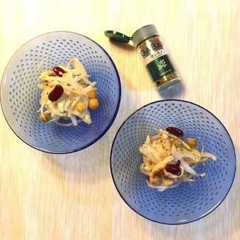 こちらはオレガノを使ったサラダ。お醤油とオリーブオイルにオレガノが見事にマッチ!火を使わないで作れるサラダはお手軽にできるので嬉しいですね。