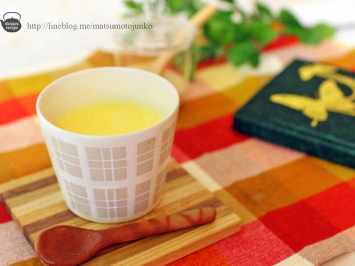 卵の栄養と、お酒のぽかぽか効果が嬉しい冬のごちそうドリンク「卵酒」。ほんのりとしたやさしい甘さととろっとした飲み口は、まるであったかいプリンのようです。