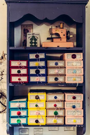 まるでボタン箱の様にみえますが、もちろん中身はすべてお茶!付いているボタンによって味が違うそう。どれにするか迷ってしまいますね。