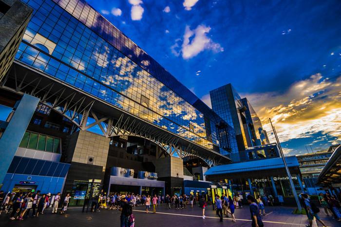 京都駅構内には、旅を快適にするサービスカウンターや観光案内所があります。上手に利用して旅を存分に楽しみましょう