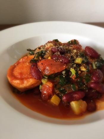トスカーナを代表とする家庭料理、リボッリータ。こちらはパンの代わりに麩を入れて作ったアレンジレシピ!麩がスープに染みておいしい♪
