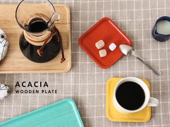 木製のトレイとしては珍しいカラーバリエーションが豊富なACACIA(アカシア)のトレイ。色違いで何枚も揃えれば、テーブルコーディネートを楽しむことができます。