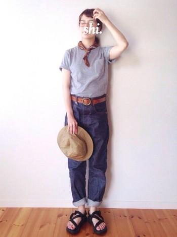 THEシンプルといえば「Tシャツ×ジーンズ」。大定番で何気ない着こなしだからこそ、ちょっと難しいなと感じる人も多いのでは?