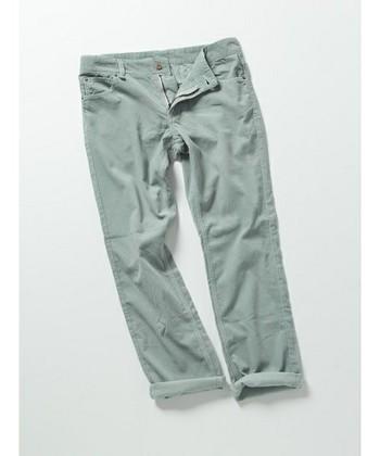 パンツもスカートも、コーデュロイを取り入れるのが旬です!今回は、コーデュロイを取り入れた季節感たっぷりの素敵な冬のナチュラルコーディネートをご紹介します。