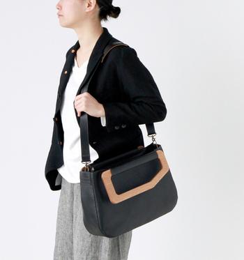 (M)はA4サイズのファイルも入るから、お仕事用にもオススメ!カジュアルでも、オフィススタイルでも合うバッグです。