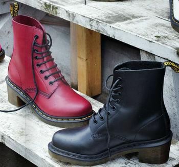 ワーカーのための靴、ロックな雰囲気の靴といったイメージの強い「ドクターマーチン」の靴ですが、その発祥は足に優しい靴をと言う医療的な観点から生まれています。履きやすさに加えて高いデザイン性で今や世界中で愛されているシューズブランドです。
