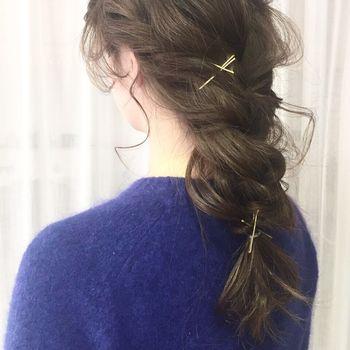 ロングヘアならこんな風に、2か所3か所と留めても可愛いですよ♪