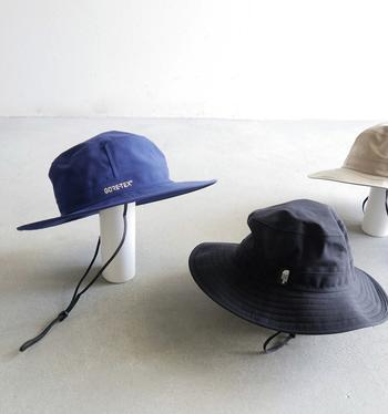 長時間のおでかけにはしっかりと日差しをガードしてくれる帽子を使いたい。行楽や・フェスにはやはりアウトドアブランドがおすすめ。携帯性、機能性は申し分なく、かわいらしいデザインも多いのでコーディネートのアクセントにもなってくれますよ。