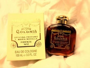 香水の甘い香りが苦手だという人もいます。しかしサンタマリアノヴェッラはユニセックスな香りが多いのも特徴。パートナーからの印象も良く、兼用として同じ香りを纏うことも出来ます。