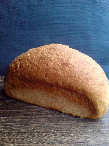 こちらのS100は「京豆腐 とようけ屋」の豆乳で仕込んだ、もっちりとした食パンです。