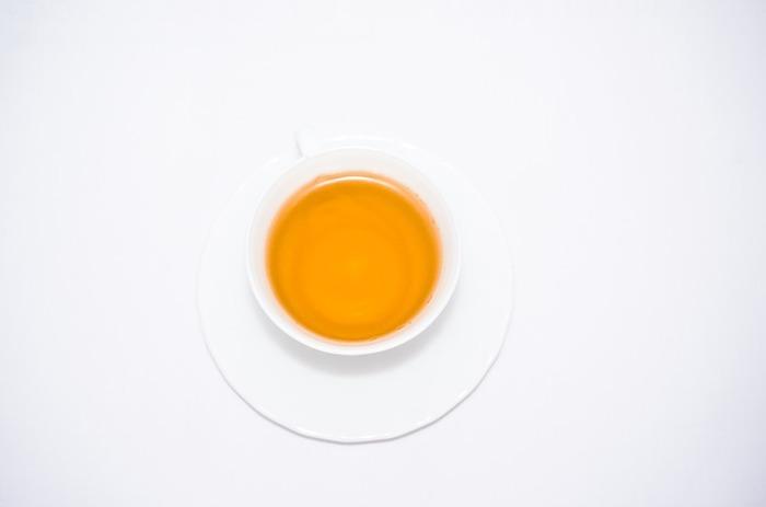 """梅干し+生姜+しょうゆ+番茶(出来たら三年番茶) =""""梅しょう番茶""""  身体がぽかぽかあたたまるお茶は、ちょっと元気がでないな、疲れたな…という時に、身体だけでなく心もあたためてくれそうです。"""