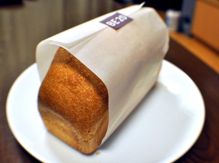 こちらの食パンBE20は、よつ葉バター20%と水を使った、とてもベーシックな食パン。シンプルにトーストやサンドイッチにして楽しみたいシンプルなパンです。
