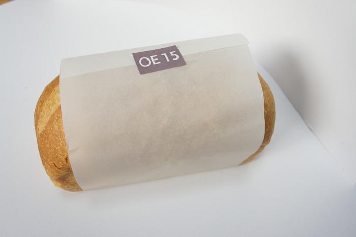 先ほどの食パンとは若干形も異なるこちらのパンは、OE15という名前で、オーガニックオリーブオイルを加えたハードめなトーストパンです。