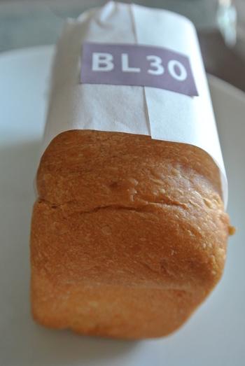 こちらのBL30は、よつ葉バター30%と牛乳で作られたリッチな味わいの食パンです。ジャムやはちみつをつけて食べるのがお勧めだそうですよ。なめらかで優しい食感のパンと甘いジャムなどの相性は抜群です。
