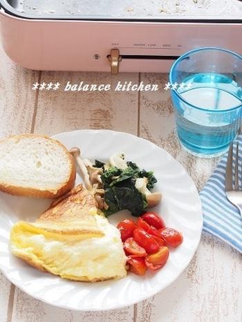 トマトソースやソテーと一緒に食べても美味しいですね。 ホットプレートなら綺麗に焼きやすい上に、ソテーもソースも同時に作れちゃいます。