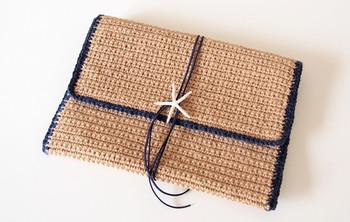 毛糸以外にも、天然の麻紐で作られたJuteクラッチバッグ。こちらもカラーコード、シェルorコンチョなど、自分好みにオーダーできるのが嬉しいですね。