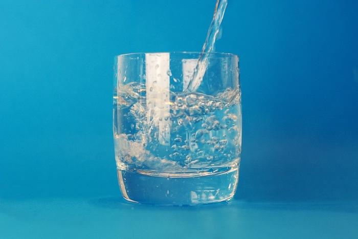 はちみつ大根のシロップをお湯や炭酸水で割って飲むのが一般的ですが、そのまま液体をスプーンすくって飲んでも。