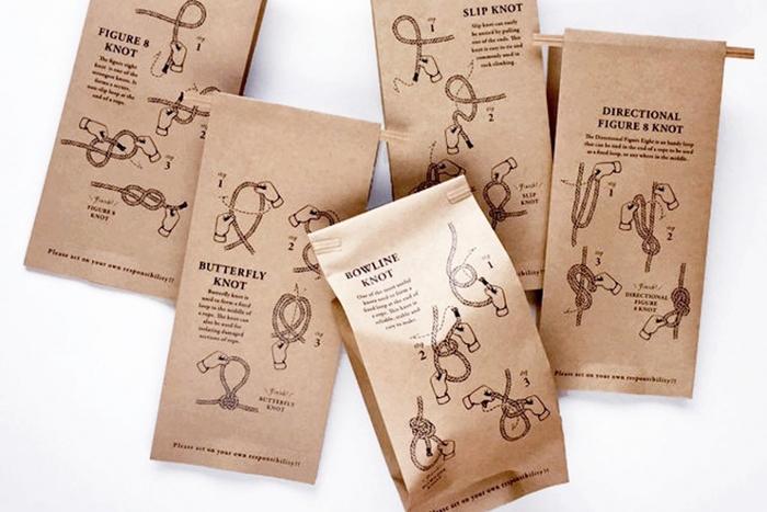 こちらは、男性が好みそうなデザインが施された、ワイヤー入りの紙袋。甘くないバレンタインがお好みの方におすすめです。このラッピング方法は、ワイヤーと袋さえあればとても簡単にできますので、ぜひ活用してください。